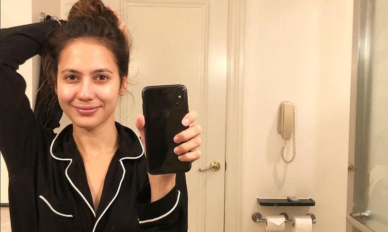 https: img.okezone.com content 2019 11 02 194 2125039 foto-selfie-artis-saat-bangun-tidur-bukti-cantiknya-tak-luntur-7Ocd5IMpfR.jpeg