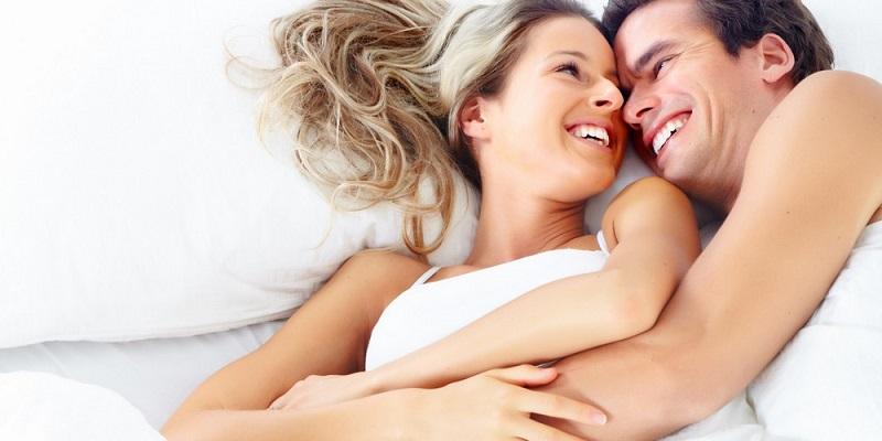 https: img.okezone.com content 2019 11 02 196 2125062 peluk-pasangan-bisa-membuatnya-lebih-bahagia-daripada-hubungan-seks-mko4hf8H7k.jpg