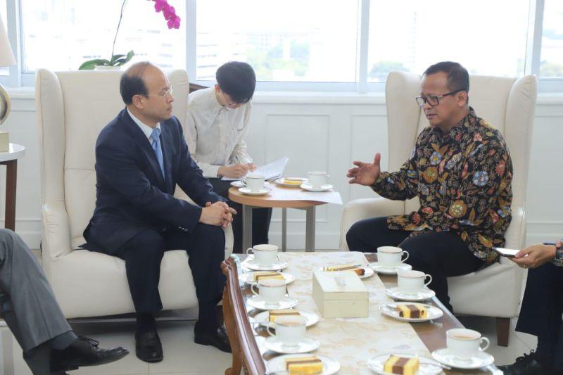 https: img.okezone.com content 2019 11 03 320 2125245 tingkatkan-ekspor-perikanan-indonesia-rencanakan-kerjasama-dengan-china-XhGQQDEF61.jpg