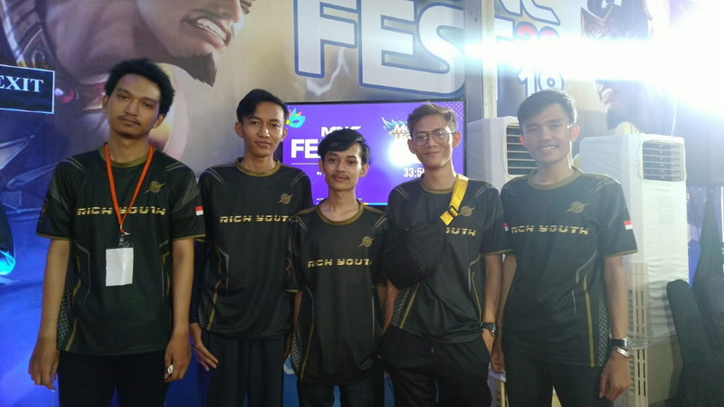 https: img.okezone.com content 2019 11 03 326 2125183 dfn-esports-beraksi-di-turnamen-esports-mobile-legends-mnc-fest-2019-8o8ffXzWbl.jpg
