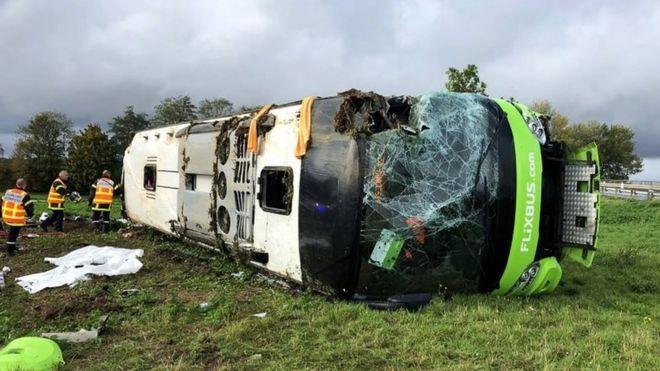 https: img.okezone.com content 2019 11 04 18 2125309 kecelakaan-bus-di-prancis-33-orang-terluka-ocHDltPzFH.jpg