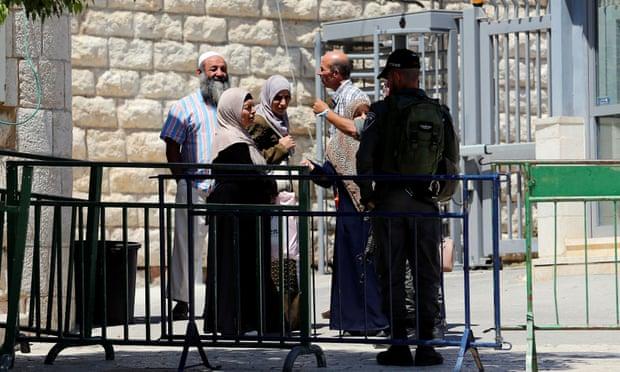 https: img.okezone.com content 2019 11 04 18 2125470 rekaman-video-polisi-israel-tembak-pria-palestina-dari-belakang-dibocorkan-ke-publik-7grPAwWCel.jpg