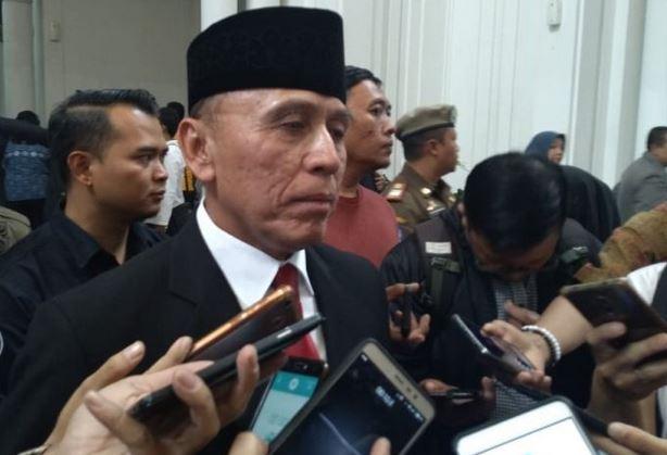 https: img.okezone.com content 2019 11 04 337 2125438 polri-harap-iwan-bule-mampu-berangus-mafia-sepakbola-indonesia-vLd4sPdnVu.JPG