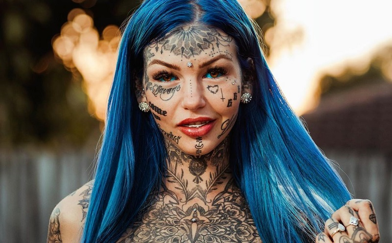 https: img.okezone.com content 2019 11 04 481 2125726 nekat-tato-bola-mata-wanita-ini-buta-tiga-minggu-PA1ZkdJ6GA.jpg