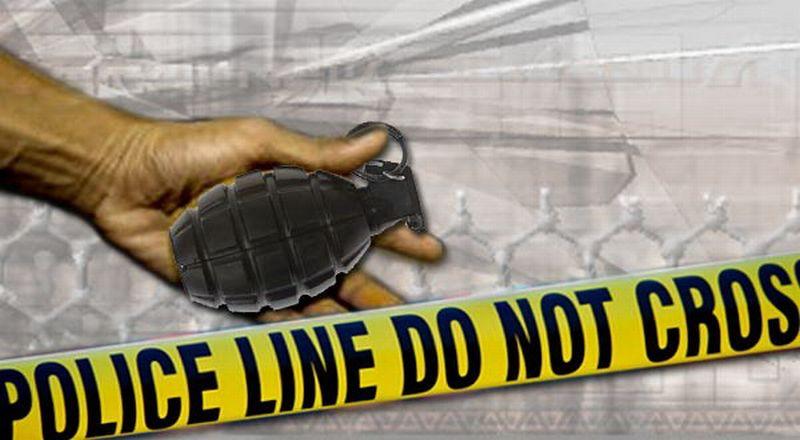 https: img.okezone.com content 2019 11 04 512 2125298 granat-aktif-ditemukan-setelah-6-tahun-tertimbun-pasir-di-halaman-rumah-warga-oa5xm2g2Hg.jpg