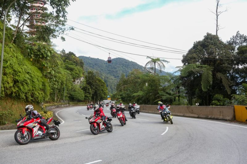 https: img.okezone.com content 2019 11 04 53 2125647 ahm-ajak-rombongan-bikers-tanah-air-menjelajahi-lintas-negeri-jiran-cjXiQU3LVg.jpg
