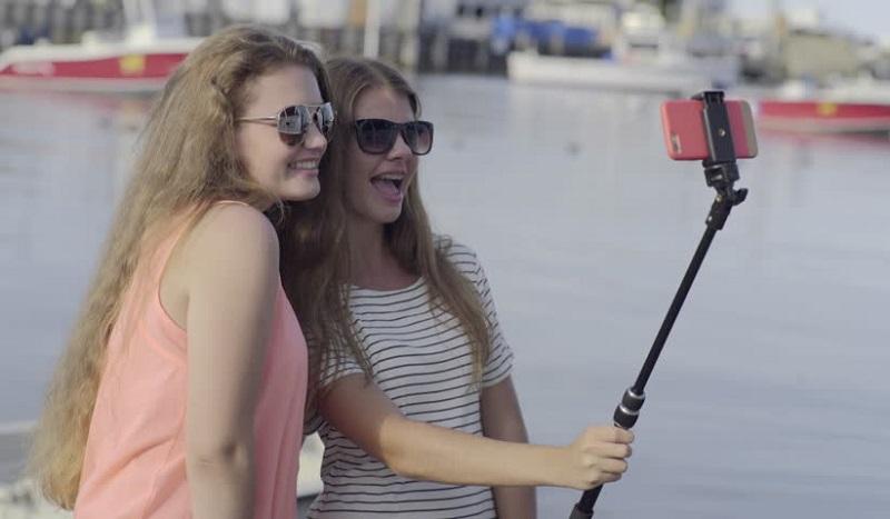 https: img.okezone.com content 2019 11 04 612 2125450 5-negara-ini-buat-aturan-larangan-selfie-doTvACRDur.jpg