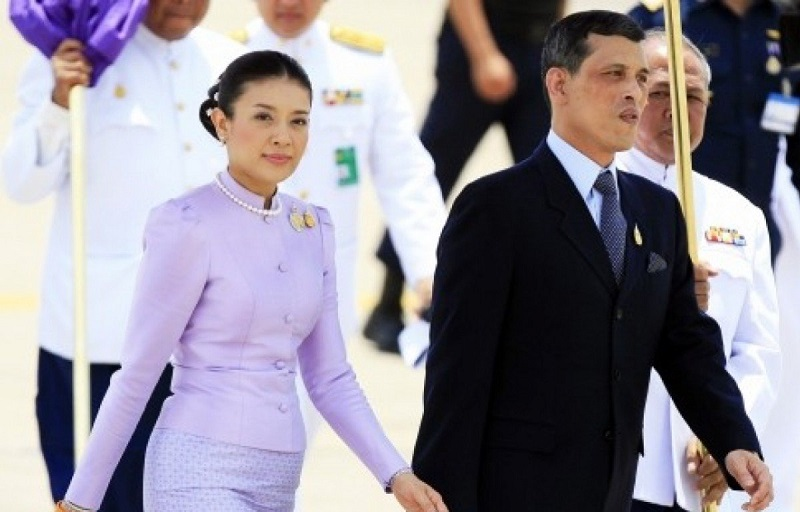 https: img.okezone.com content 2019 11 04 612 2125472 5-fakta-tentang-srirasmi-suwadee-mantan-istri-ketiga-raja-thailand-yang-hilang-bak-ditelan-bumi-nZ1NxGlIhJ.jpg