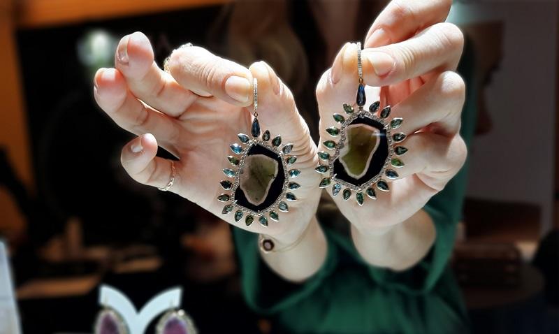 https: img.okezone.com content 2019 11 05 194 2126049 colour-diamond-hingga-batu-tourmaline-perhiasan-paling-diburu-termurah-rp500-jutaan-sZQJJcV5Pc.jpg