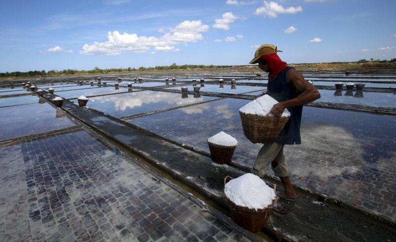 https: img.okezone.com content 2019 11 05 320 2126132 2-2-juta-ton-garam-impor-sudah-masuk-ke-indonesia-mau-ditambah-1U6hLsyiLp.jpg