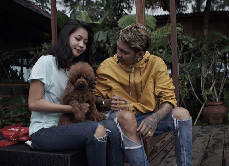 https: img.okezone.com content 2019 11 05 33 2125883 beda-agama-young-lex-isyaratkan-pernikahannya-tak-digelar-di-indonesia-4OpnoZODIa.jpg