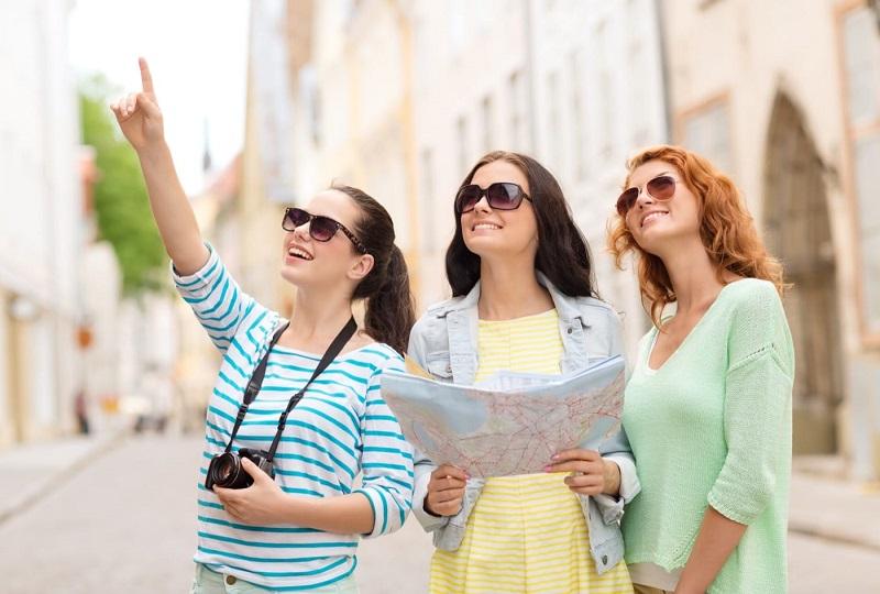 https: img.okezone.com content 2019 11 05 406 2126168 cari-penginapan-dengan-harga-murah-jadi-kesulitan-traveler-saat-liburan-gFaXLvIenl.jpg