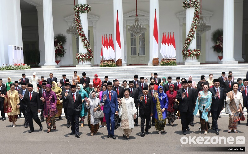 https: img.okezone.com content 2019 11 06 207 2126360 intip-akun-instagram-dan-twitter-para-menteri-kabinet-indonesia-maju-GLruK2Ky3l.jpg