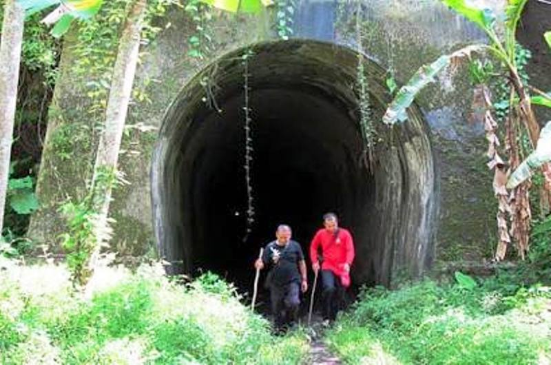 https: img.okezone.com content 2019 11 06 612 2126681 misteri-terowongan-wilhelmina-di-jawa-barat-disebut-sebut-jadi-tempat-pesugihan-TZLgdus7Ol.jpeg