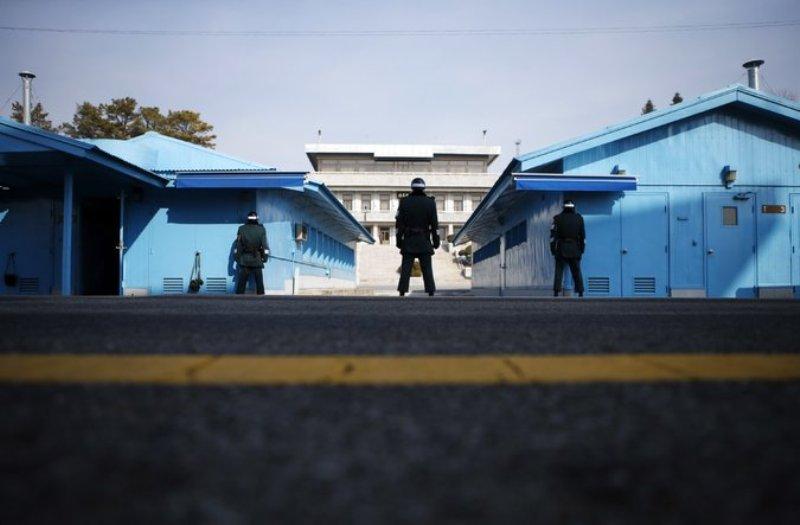https: img.okezone.com content 2019 11 07 18 2126969 korea-selatan-usir-dua-pria-korea-utara-atas-pembunuhan-16-nelayan-uvozTt3O9j.jpg