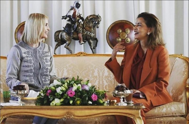 https: img.okezone.com content 2019 11 07 194 2126920 adu-gaya-ivanka-trump-dan-putri-maroko-siapa-yang-lebih-modis-ry1FYdkxaz.jpg