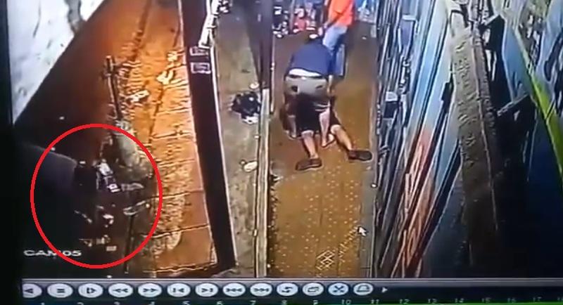 https: img.okezone.com content 2019 11 07 337 2127059 viral-video-pemuda-disebut-dijebak-bawa-narkoba-ZwiBgBEtPT.jpg