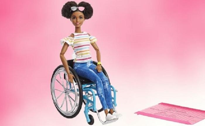 https: img.okezone.com content 2019 11 07 612 2126989 barbie-rilis-boneka-versi-disabilitas-dengan-kursi-roda-QvxlS3vzA3.jpg