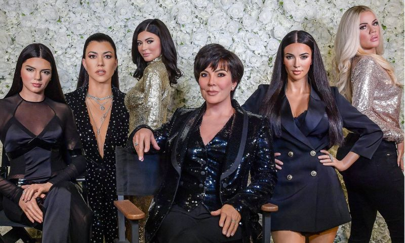 https: img.okezone.com content 2019 11 07 612 2127134 kado-emotional-kim-kardashian-untuk-ibunya-bikin-kris-jenner-gak-berhenti-menangis-f1sakp3vbY.jpg
