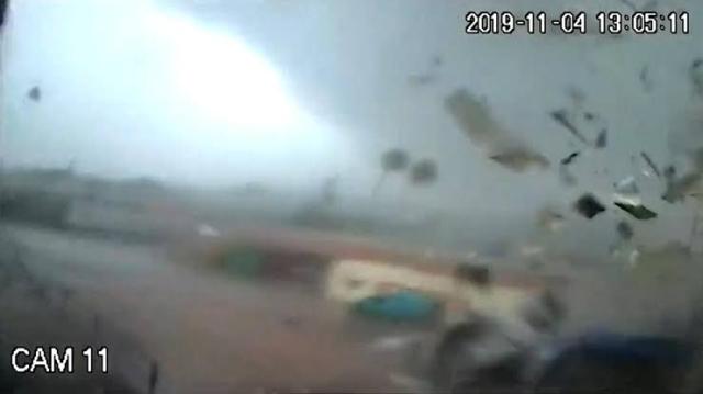 https: img.okezone.com content 2019 11 08 18 2127467 tornado-hancurkan-pabrik-minyak-zaitun-terekam-kamera-M9MDwvkg48.jpg