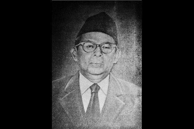 https: img.okezone.com content 2019 11 08 337 2127572 abdul-kahar-mudzakkir-pejuang-dan-cendekiawan-yang-dianugerahi-gelar-pahlawan-nasional-KtHWsHgcHK.jpg