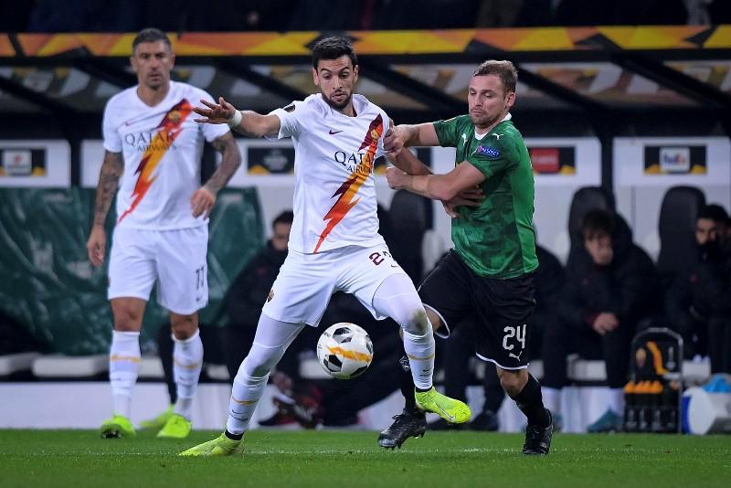 https: img.okezone.com content 2019 11 08 51 2127194 senasib-dengan-lazio-roma-juga-kalah-di-matchday-keempat-liga-eropa-rnhquYomKg.jpg