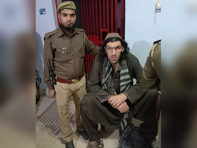 https: img.okezone.com content 2019 11 09 18 2127846 terlalu-tinggi-pria-afghanistan-dilarang-masuk-hotel-LkZEwJ1CHu.jpg