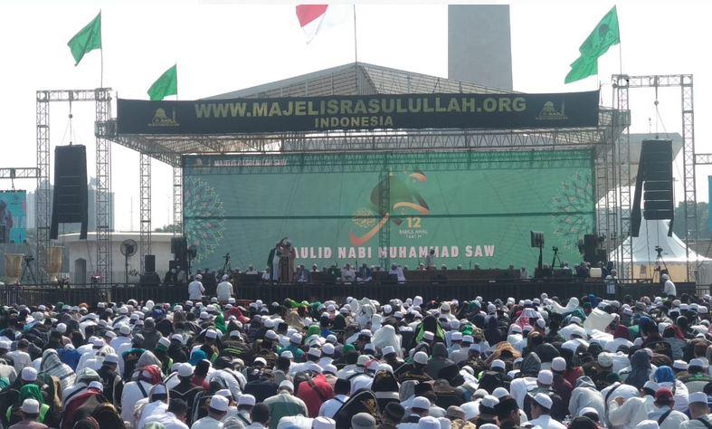 https: img.okezone.com content 2019 11 09 338 2127697 warga-jakarta-kumpul-di-monas-peringati-maulid-nabi-muhammad-saw-BwscW8xNKW.JPG