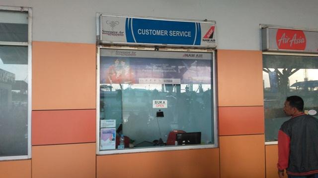 https: img.okezone.com content 2019 11 09 609 2127653 batal-berangkat-loket-sriwijaya-air-dan-nam-air-dirusak-penumpang-3djm6T7nIb.jpg