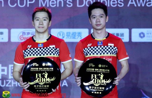 https: img.okezone.com content 2019 11 10 40 2128096 puasnya-marcus-kevin-pertahankan-gelar-fuzhou-china-open-2019-Hq6FKBbR0k.jpg