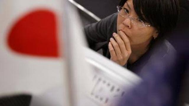 https: img.okezone.com content 2019 11 11 18 2128369 perempuan-jepang-dilarang-memakai-kacamata-di-tempat-kerja-BQiV24iUV9.jpg