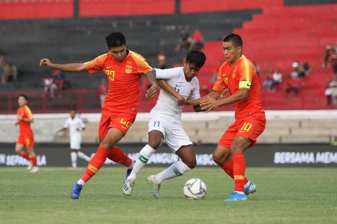 https: img.okezone.com content 2019 11 12 49 2128860 fakhri-setuju-pemain-timnas-indonesia-u-19-dapat-kesempatan-tampil-di-liga-1-KqP9HmGGwL.jpg