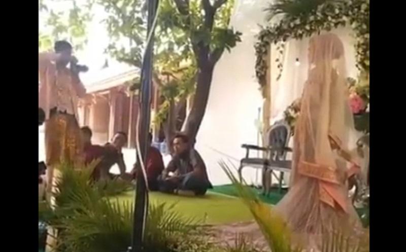 https: img.okezone.com content 2019 11 12 614 2128712 viral-video-ukhti-nikah-difoto-suaminya-sendiri-biar-irit-TuitdYOqSs.jpg