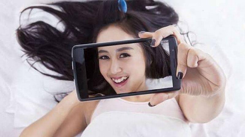 https: img.okezone.com content 2019 11 13 611 2129163 sederet-kesalahan-dasar-saat-selfie-bukan-keren-malah-jadi-norak-HpFaxaXAki.jpg