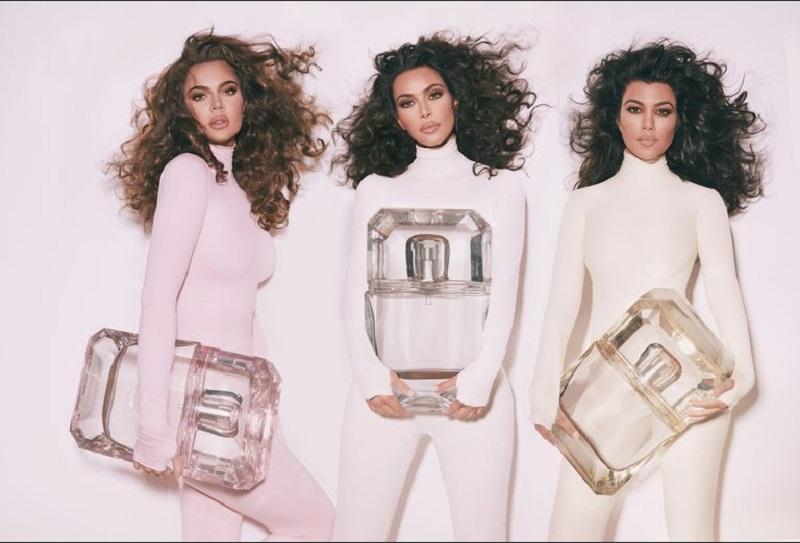 https: img.okezone.com content 2019 11 13 611 2129541 khloe-kourtney-dan-kim-kardashian-bongkar-aroma-parfum-favorit-rO5HNyB0Wt.jpg
