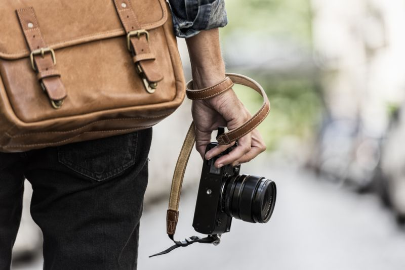 https: img.okezone.com content 2019 11 13 612 2129172 punya-kamera-slr-fotografer-langganan-artis-ini-beberkan-trik-merawatnya-BJviiNnDK7.jpg