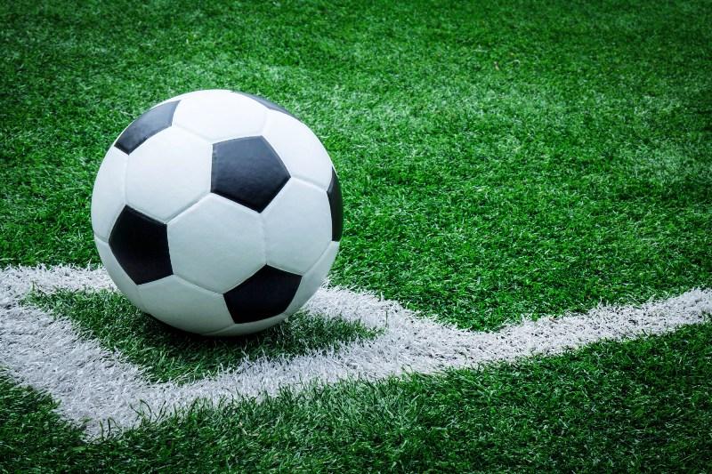 https: img.okezone.com content 2019 11 13 614 2129276 viral-video-tim-sepakbola-stop-pertandingan-untuk-perbaiki-jilbab-lawan-yCUPszTBsv.jpg