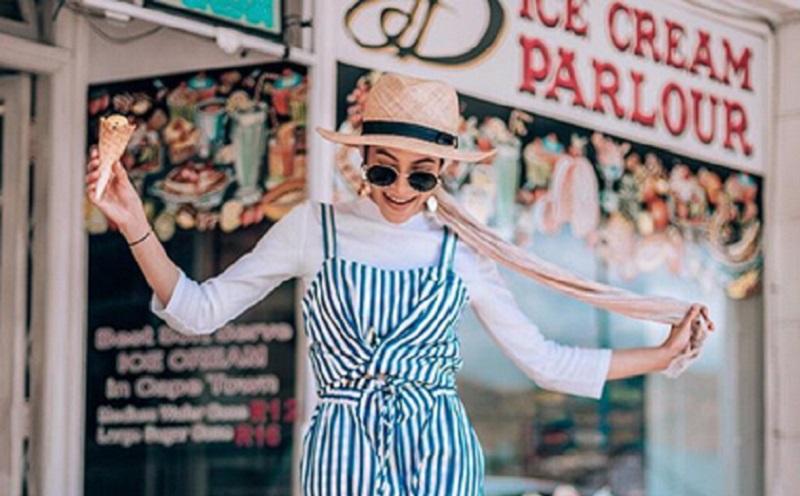 https: img.okezone.com content 2019 11 13 617 2129367 4-gaya-hijab-stripe-cerah-yang-membuatmu-tampak-ceria-3vg5GGGQg5.jpg