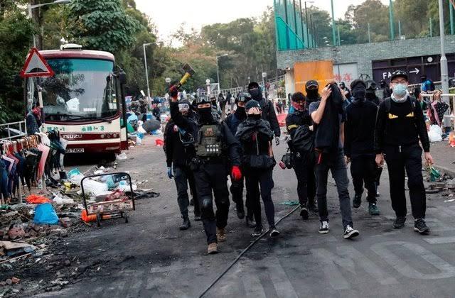 https: img.okezone.com content 2019 11 14 18 2129700 demonstran-melumpuhkan-sejumlah-wilayah-di-hong-kong-OQKueib1oT.jpg