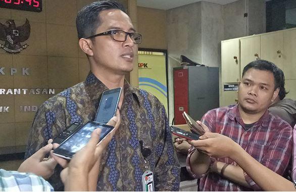 https: img.okezone.com content 2019 11 14 337 2129890 kpk-telisik-komunikasi-antara-legislator-sumut-akbar-himawan-wali-kota-medan-KwUGRvW3tX.JPG