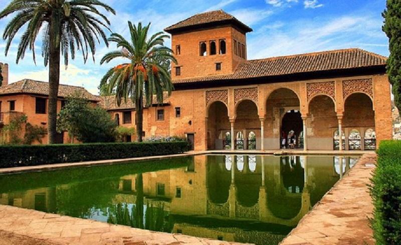 https: img.okezone.com content 2019 11 14 615 2129911 cantiknya-arsitektur-islam-bisa-disaksikan-dalam-5-bangunan-indah-ini-kIBM05rlpV.jpg