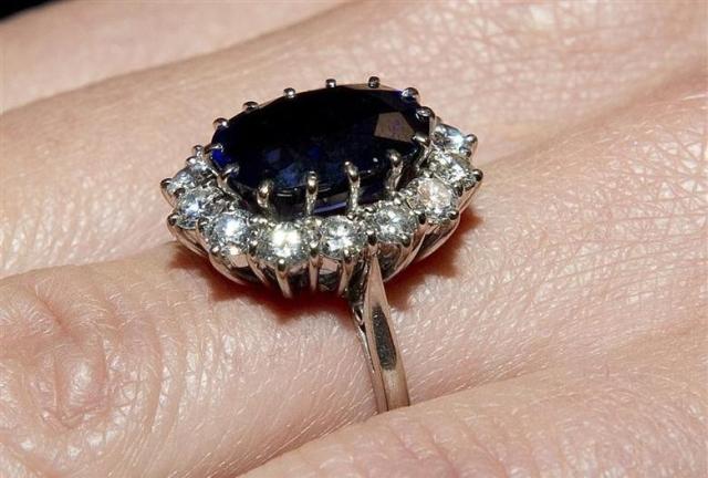 https: img.okezone.com content 2019 11 15 18 2130504 perawat-curi-cincin-berlian-seharga-rp111-juta-dari-pasien-yang-sudah-meninggal-3SEDzyg8SC.jpg