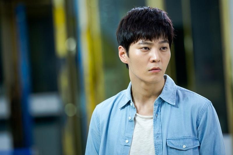 https: img.okezone.com content 2019 11 15 206 2130320 joo-won-akan-beradu-akting-dengan-kim-hee-sun-dalam-alice-S257ytw2fA.jpg