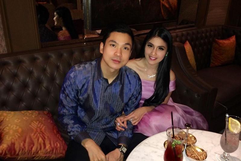 https: img.okezone.com content 2019 11 15 33 2130181 cerita-perkenalan-dengan-suami-sandra-dewi-ternyata-ngemis-ke-daniel-mananta-BqXElMkBLM.jpg