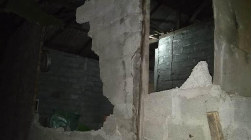 https: img.okezone.com content 2019 11 15 337 2130389 19-bangunan-rusak-akibat-gempa-m-7-1-di-ternate-oe3mv7gAe4.jpg