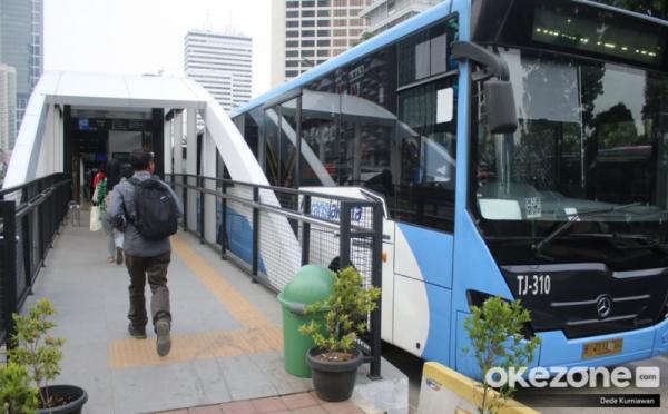 https: img.okezone.com content 2019 11 15 338 2130135 tampilkan-iklan-tak-senonoh-di-transjakarta-59-bus-zhongtong-dikandangkan-FEGFIPHOWt.jpg