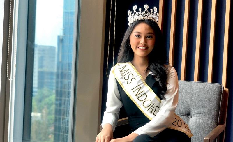 https: img.okezone.com content 2019 11 15 612 2130300 akan-bertanding-di-miss-world-princess-megonondo-ungkap-pentingnya-peran-keluarga-y0v0OVaX6h.jpg