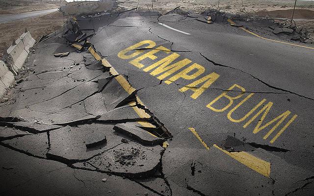 https: img.okezone.com content 2019 11 16 337 2130647 gempa-maluku-36-unit-bangunan-rusak-3-warga-luka-tertimpa-batu-bata-JiAeV9lzp5.jpg