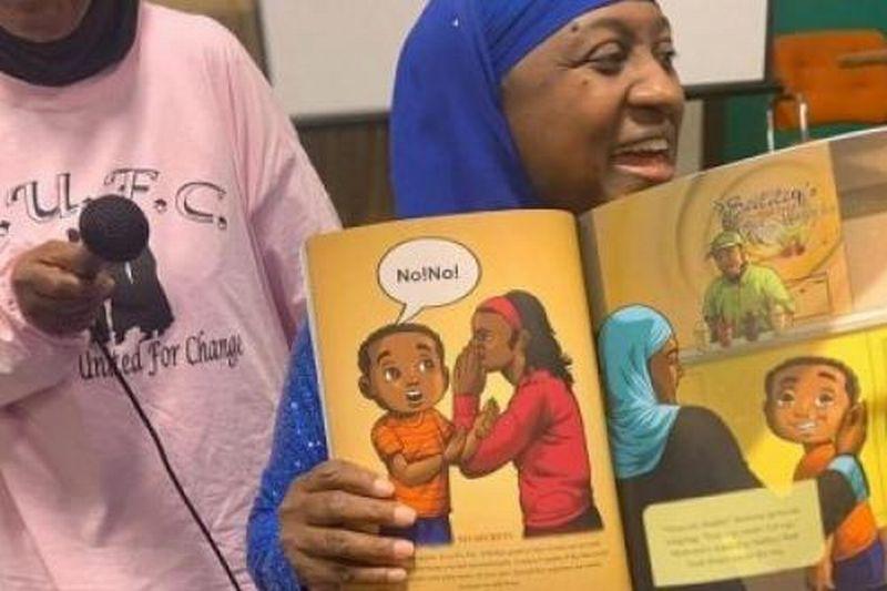 https: img.okezone.com content 2019 11 16 614 2130719 wanita-amerika-terbitkan-buku-perlindungan-anak-muslim-dari-tindakan-asusila-vxe63O73Kq.jpg