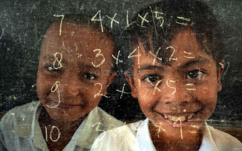 https: img.okezone.com content 2019 11 17 340 2130902 melihat-nasib-pendidikan-12-000-anak-indonesia-di-sabah-dan-sarawak-6x51EpS5hS.jpg